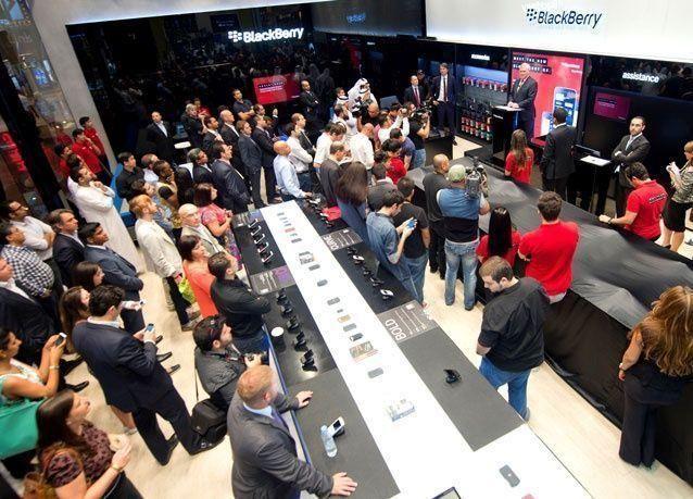 بالصور: مول دبي يفتتح أول متجر BlackBerry في العالم العربي