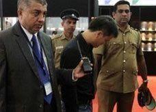 صيني يزدرد ماسة قيمتها 13 ألف دولار في معرض بسريلانكا
