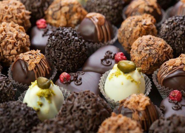 """الكويتيون والوافدون ينفقون """"مليون دولار"""" يومياً على الشوكولاتة"""