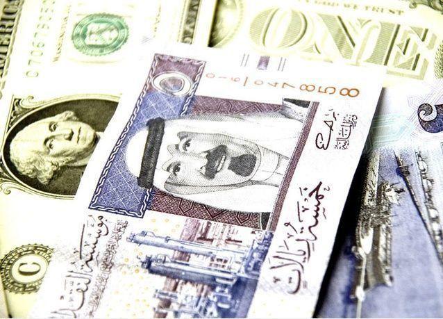 تقرير: دول الخليج لا تعتزم خفض قيمة عملاتها أو فك ارتباطها بالدولار