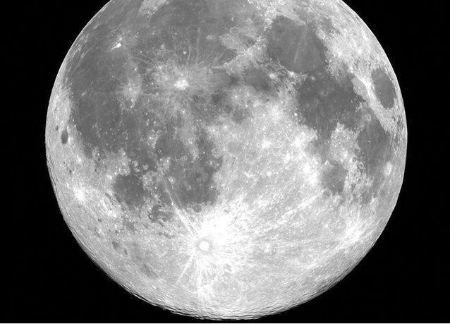"""صورة فضائية للقمر بعين """"دبي سات 2"""" التابع لمركز محمد بن راشد للفضاء"""