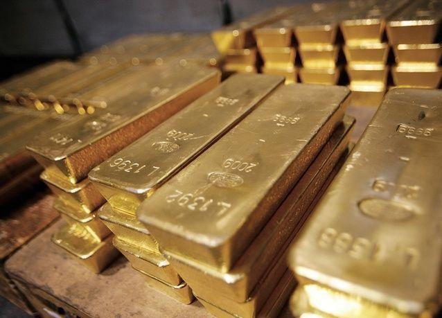 ارتفاع أسعار الذهب مع تراجع الأسهم وهبوط الدولار