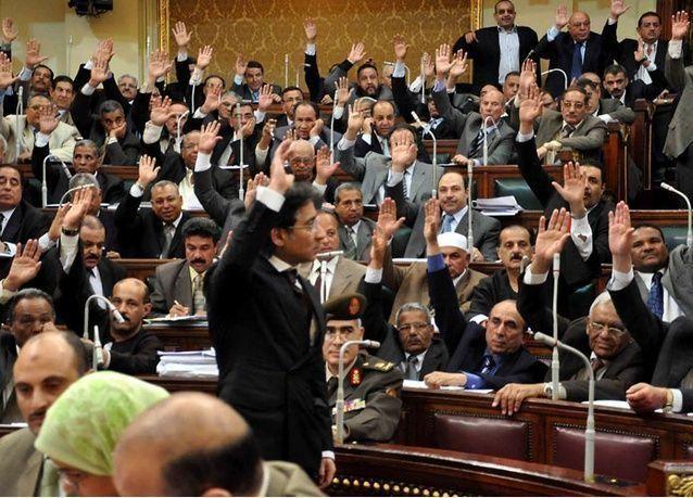 على خطى دول الخليج.. الحكومة المصرية تحيل قانون ضريبة القيمة المضافة للبرلمان