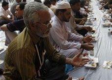 إقبال سكان جدة السعودية على الطعام يزيد خلال شهر رمضان