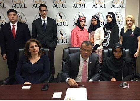 أنباء عن إجبار الشرطة الأمريكية سيدة اماراتية على خلع حجابها
