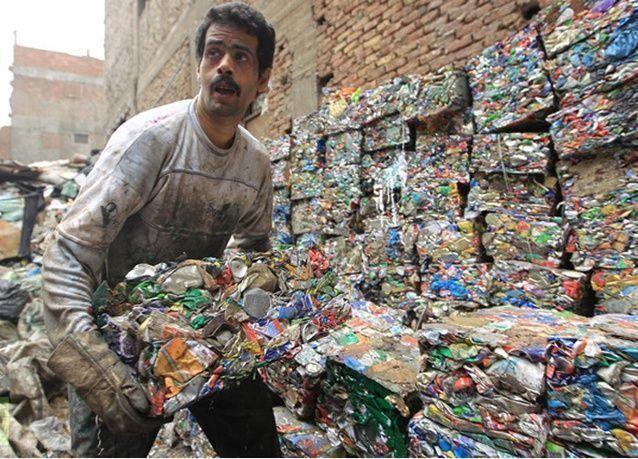 نقيب عمال النظافة يترشح للبرلمان رداً على وزير العدل المصري