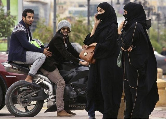 """السجن والغرامة للنساء ممارسات """"الخرفنة"""" في السعودية"""