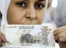 صيرفيون أردنيون يحذرون من تخزين الليرة السورية