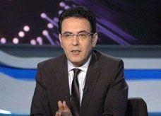 مذيع مصري معروف يقدم استقالته على الهواء مباشرة