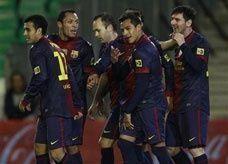 اللاعب الذي لا يمكن إيقافه صاحب الأرقام القياسية يقود برشلونة للفوز على بيتيس