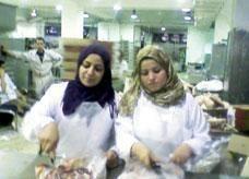 كشف مصنع لحوم في مصر ينتج لانشون يحتوي مواد مسرطِنة ومستمر في البيع
