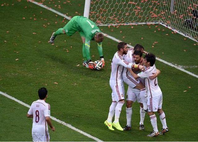 هولندا تسحق إسبانيا بخمسة أهداف