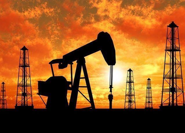 النفط قرب أدنى سعر في 11 عاماً عند 37 دولاراً للبرميل
