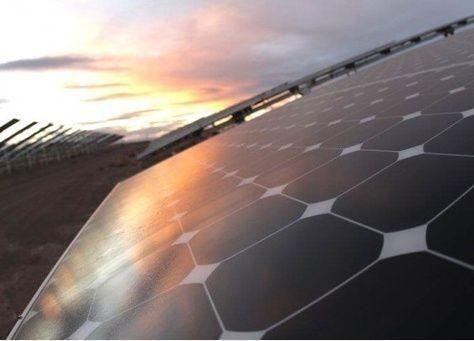 أحد أغنى أثرياء العالم يشتري أضخم محطة طاقة شمسية
