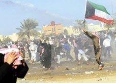 الشرطة الكويتية تستخدم الغاز المسيل للدموع لتفريق مظاهرة