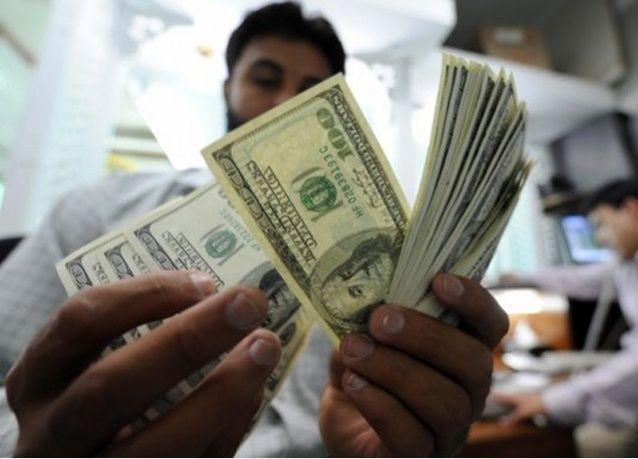 الإمارات تدرس فرض رسوم على تحويلات الوافدين