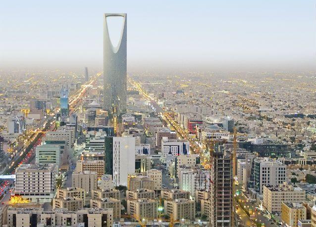 حصر موظفي القطاع الحكومي البالغين 60 عاماً في السعودية إلى التقاعد