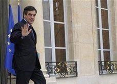 استقالة حكومة ساركوزي قبل تسليم السلطة لأولوند