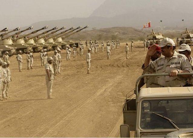 السعودية تحشد عسكرياً على الحدود اليمنية وأنباء عن عمليات برية