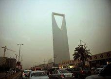 وزارة العمل السعودية: للعامل الحق في نقل خدماته من منشأة لأخرى حال انتهاء الإقامة ورخصة عمله