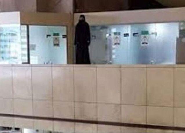 فيديو: فتاة سعودية تحاول الانتحار داخل مطار جدة