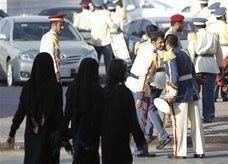 """توقف معونة """"حافز"""" عن 3 آلاف خريجة سعودية بسبب خطأ"""