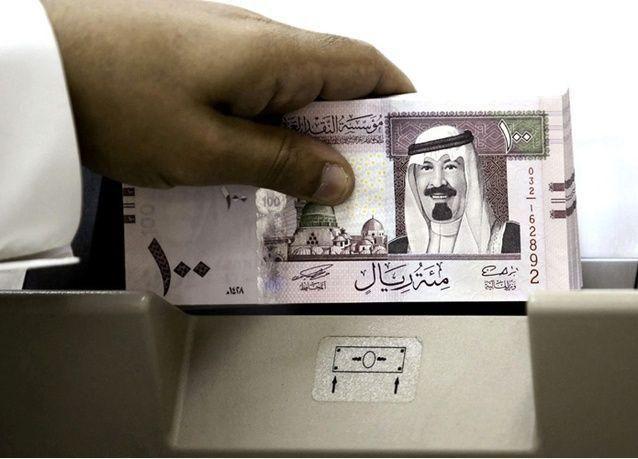 هل تخفيض قيمة العملة السعودية يحمل مخاطر سياسية؟