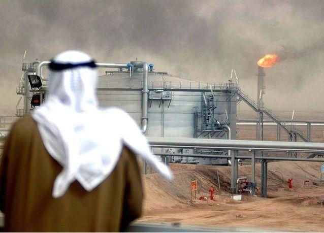 مسؤول كبير سابق في أرامكو السعودية: النفط سينخفض إلى 60 دولاراً للبرميل