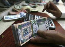 جدل في الرياض حول رفع الحد الأدنى لأجور السعوديين إلى 3500 ريال