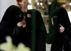الرياض: لا حرج في عمل المرأة السعودية عاملة نظافة إذا لم تجد وظيفة