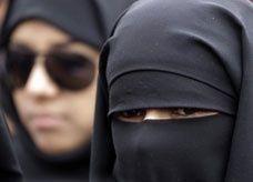 """سعوديون """"لا يدينون بالإسلام"""" وسعوديات """"يُقمن مع أشخاص غير أقرباء"""" بسبب زيجات بالخارج"""