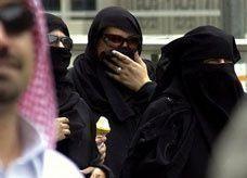 """سعوديون ينافسون نسائهم بمطالب """"المعاشرة بالمعروف"""""""