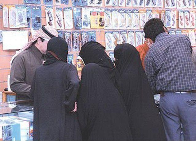 وزارة العمل تدفع 50% من رواتب السعوديين في قطاع الاتصالات