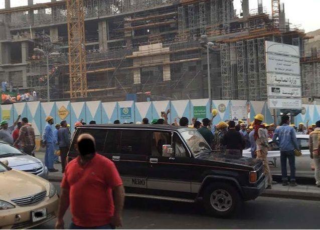 فض احتجاج لمئات العاملين في مجموعة بن لادن بمكة يطالبون برواتبهم المتأخرة 3 أشهر