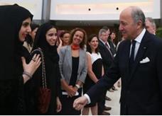 إماراتية ترفض مصافحة وزير خارجية فرنسا