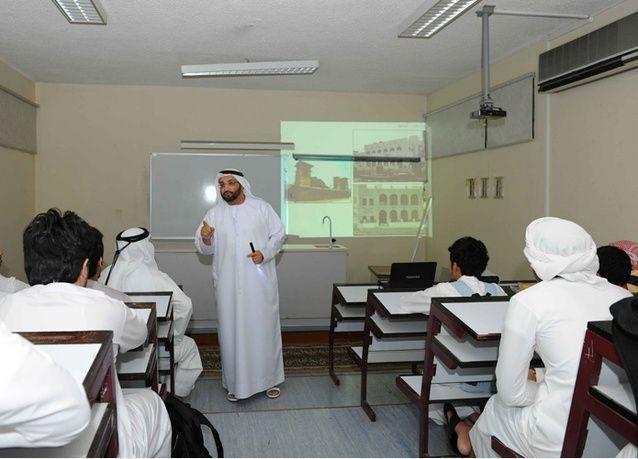 الإمارات: مقترح باعتماد الخصم من راتب ولي الأمر لحل مشكل غياب الطلبة قبل وبعد الإجازات