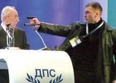 فيديو: مسدس في رأس زعيم حزب تركي
