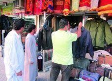 ارتفاع أسعار الملابس الشتوية 50% في رأس الخيمة بسبب موجة البرد