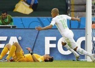 الجزائر تهزم كوريا الجنوبية 4-2 لتقترب من دور الستة عشر