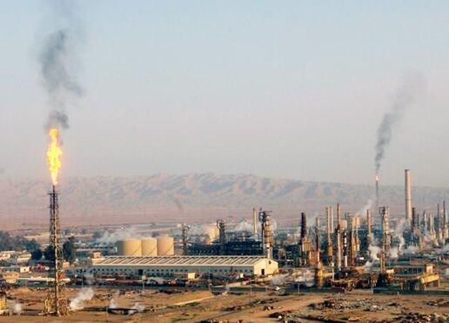 إغلاق أكبر مصفاة نفط عراقية وإجلاء العمال الأجانب منها