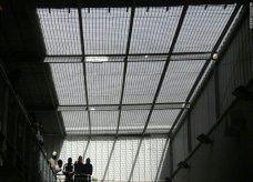 بعد اعتقاله لخرقه للحظر.. وفاة فرنسي بالقاهرة إثر ضربه من سجناء