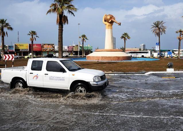صور لهطولات مطرية غزيرة في الفجيرة