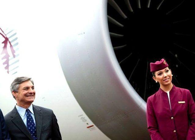 بالصور: عرض جوي لطائرة الخطوط القطرية من طراز بوينغ 787 دريملاينر