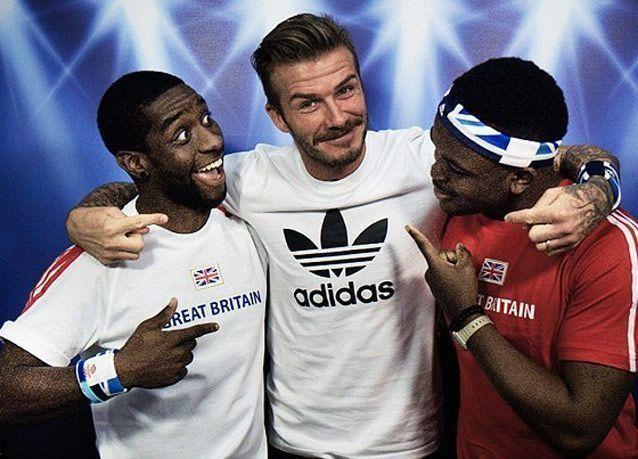 بالصور: نجم الكرة الإنكليزي دايفيد بيكهام يفاجئ معجبيه
