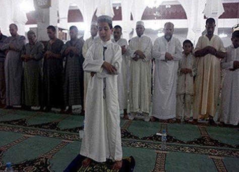 جدل في المغرب بعد إمامة طفل للمصلين في التراويح