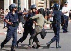 """شرطة المغرب تفرق تظاهرة لمحتجين على طقوس """"البيعة"""""""