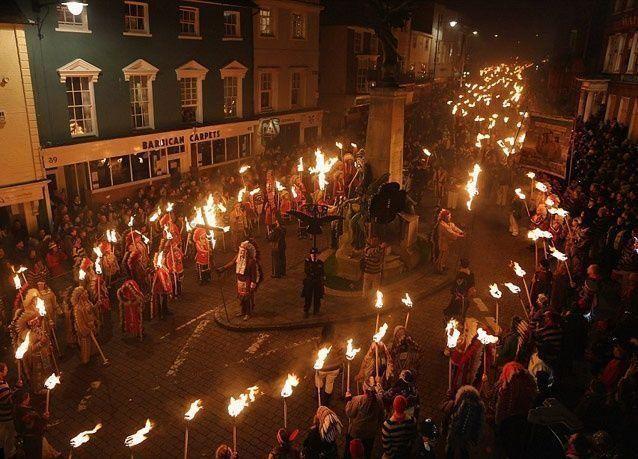"""بالصور: بريطانيا تحتفل بليلة """"جاي فوكس"""""""
