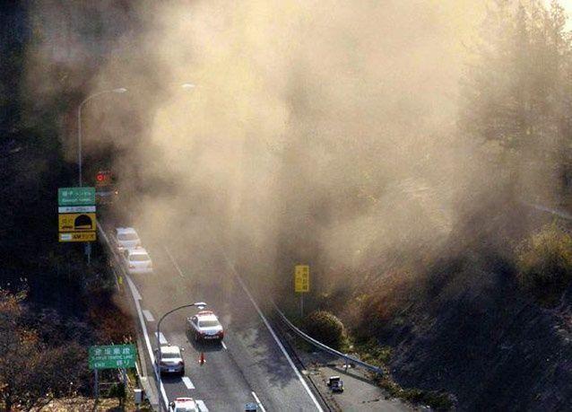 بالصور: تسعة قتلى في انهيار نفق مزدحم في اليابان