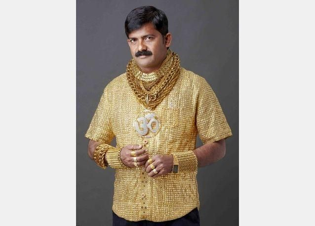 بالصور: لإغراء السيدات.. ثري هندي ينفق ثروة على قميص مصنوع من الذهب