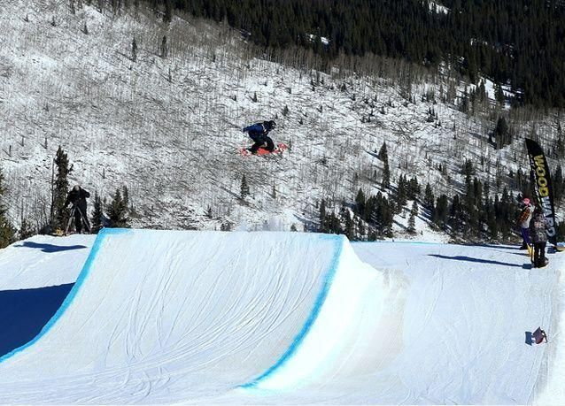 صور من بطولة العالم للتزحلق على الجليد في جبال كولورادو